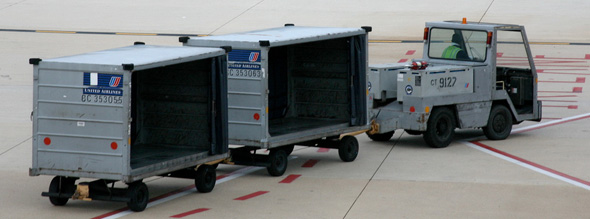 Baggage Truck - CC / Flickr